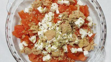 Aliño de tomates con melva y queso fresco